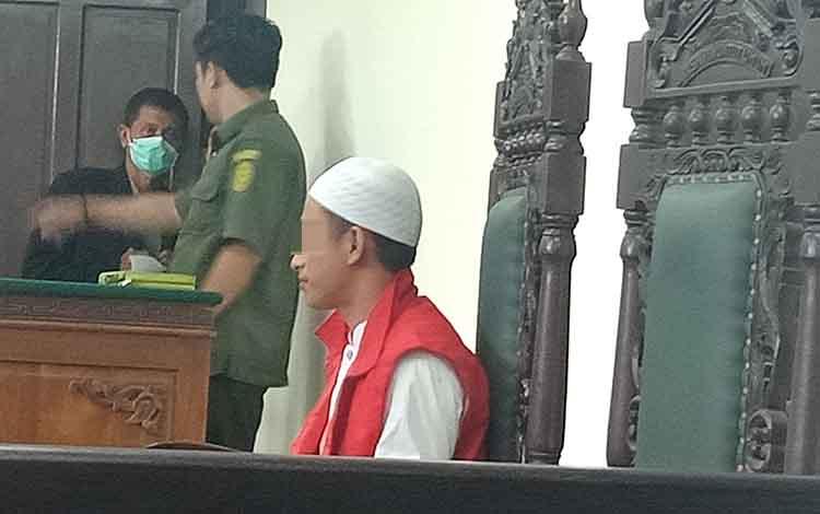 AP tersangka sabu saat jalani sidang di Pengadilan Negeri Sampit.