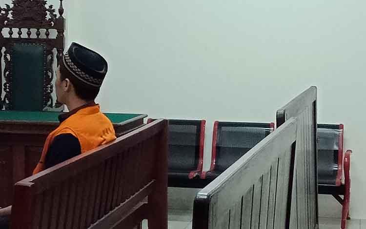 Said Muhammad Khatamie terdakwa sabu saat jalani persidangan di Pengadilan Negeri Sampit.
