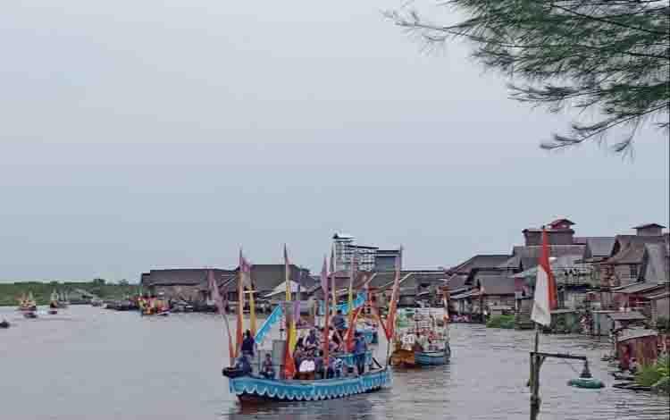 Lomba perahu hias memeriahkan nuansa lebaran Idul Fitri di Sukamara.