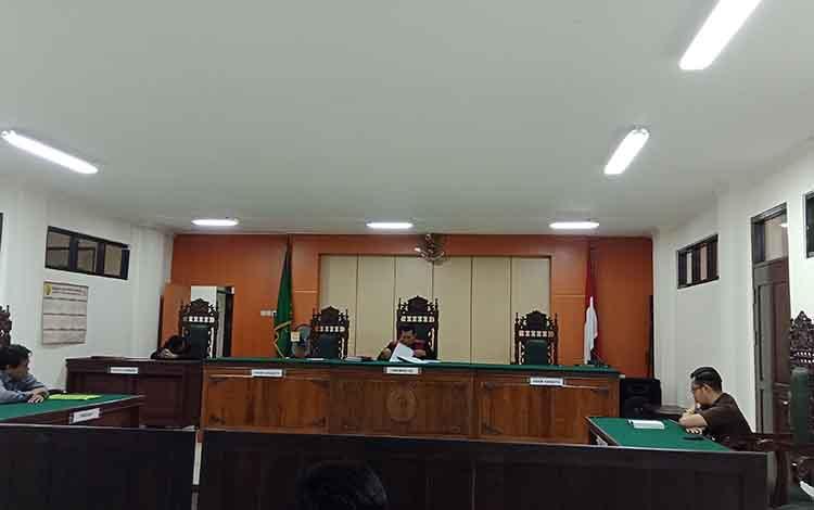 Sidang praperadilan yang diajukan tersangka Basuki Purwadono kepad Kejari Kotim.