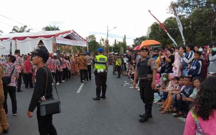Polres Palangka Raya turut sukseskan Karnaval Budaya Isen Mulang, Selasa 18 Juni 2019