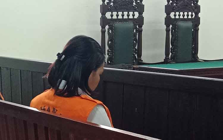LN, terdakwa kasus sabu saat menjalani persidangan di Pengadilan Negeri Sampit, Rabu, 19 Juni 2019.