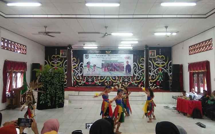 Tari tradisional salah satu lomba yang diikuti di tingkat Provinsi Kalimantan Tengah