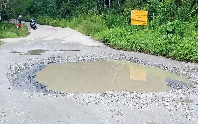 Salah satu titik jalan menuju Desa Trahean, Kecamatan Teweh Selatan yang akan di perbaiki.