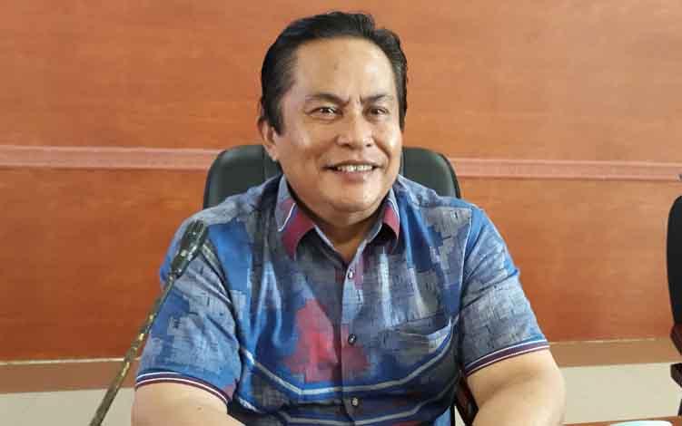 Wakil Ketua I DPRD Kapuas Robert Linuh Gerung