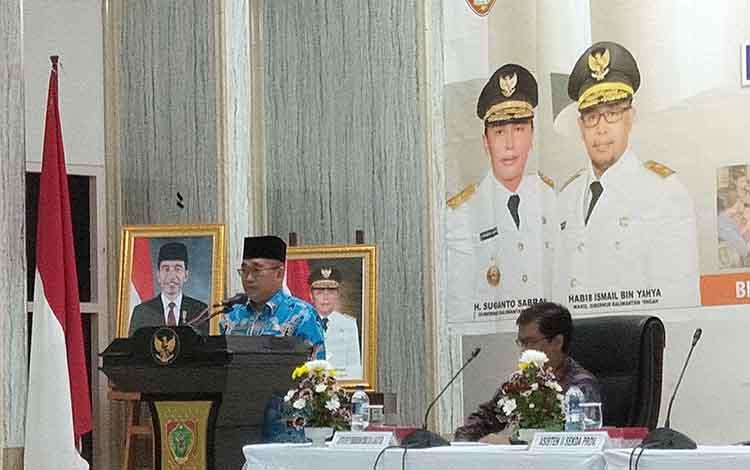 Asisten II Setda Kalteng Nurul Edy membacakan sambutan gubernur, Kamis, 20 Juni 2019