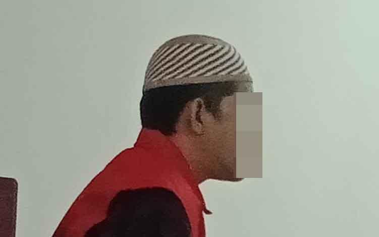 ATi terdakwa kasus pencurian ketika di Pengadilan Negeri Sampit