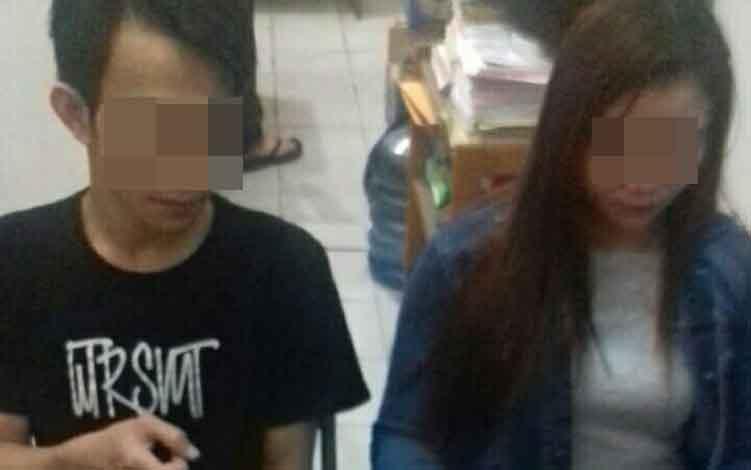 Pasangan suami istri yang ditangkap Satreskoba Polres Kotim karena menjadi pengedar sabu