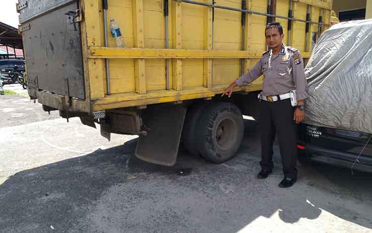Truk milik S diamankan oleh Polres Palangka Raya untuk penyelidikan kasus kecelakaan maut di RTA Milono dini hari tadi, Jumat 21 Juni 2019