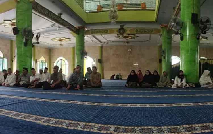 Foto : Bimbimngan manasik haji di tingkat kecamatan di Masjid Masjid Sirajul Muhtadin.