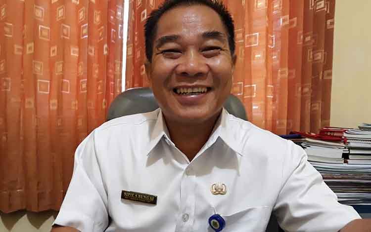 Sekretaris Disdukcapil Kapuas Sipie S Bungai
