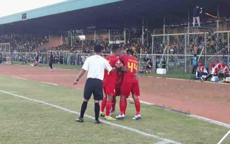 Pemain Kalteng Putra berselebrasi usai menumbangkan Barito Putra.