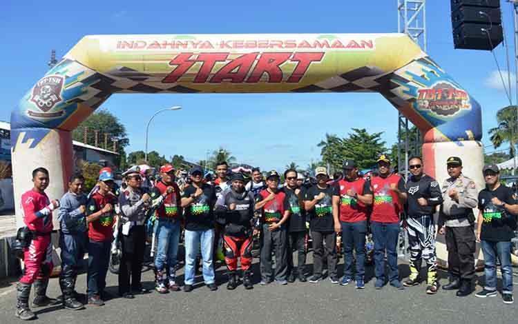 Wakil Bupati Kapuas HM Nafiah Ibnor bersama unsur Forkopimda dan panitia kegiatan Trail Adventure pada Sabtu, 22 Juni 2019