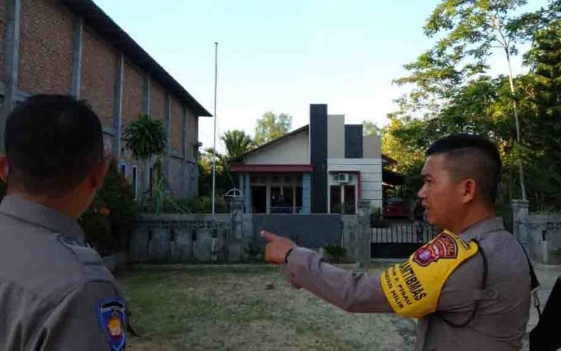 Polisi mengecek lokasi penyerangan pendeta di Pulang Pisau