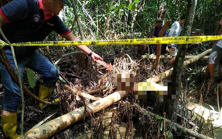 Jasad Jodin saat ditemukan di hutan rawa Desa Pilang