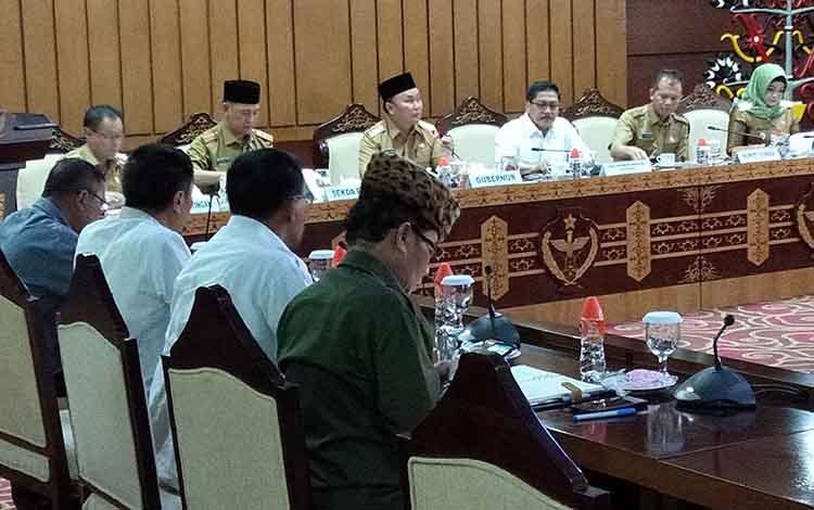 Rapat pembahasan rencana pemindahan ibu kota pemerintahan RI di aula Eka Hapakat, lantai III, kantor gubernur Kalteng, Selasa, 25 Juni 2019