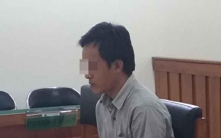 NR saat menjalani persidangan di Pengadilan Negeri Palangka Raya, Rabu, 26 Juni 2019