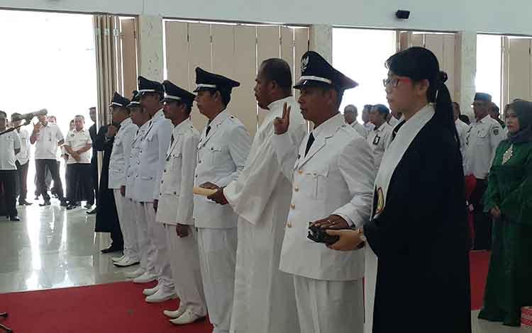 Pelantikan enam kepala desa di Sukamara, Rabu, 26 Juni 2019.