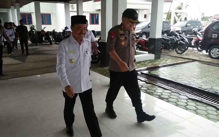 Bupati Seruyan Yulhaidir bersama Kapolres Seruyan AKBP Ramon Z Ginting.