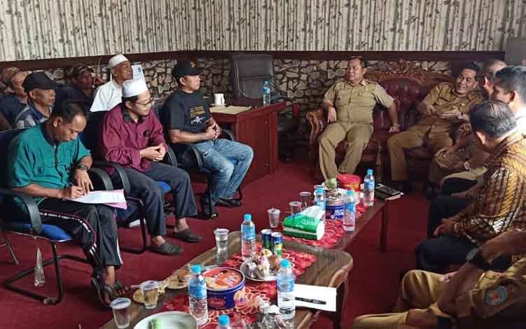 Rapat konfirmasi Disperindagkop Murung Raya bersama para pedagang pasar, Kamis, 27 Juni 2019