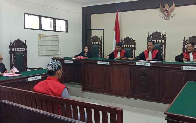 Sidang terdakwa kasus pencurian, Amanda Bahari, di PN Sampit, Kamis, 27 Juni 2019.