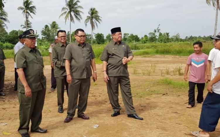 Pengurus FKUB Kapuas meninjau lokasi pendirian Masjid Majmus Shalihin, Desa Narahan, Kecamatan Pulau Petak, Jumat, 28 Juni 2019