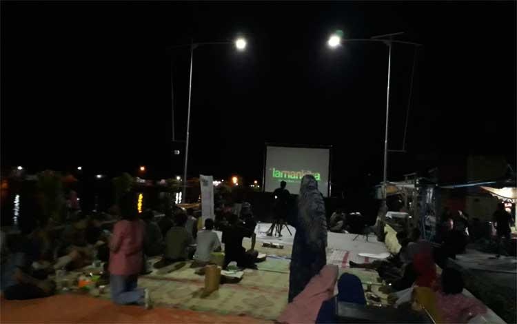 Suasana persiapan pemutaran film festival lingkungan oleh Borneo Enviromental Film Festival (BEFF), Sabtu, 29 Juni 2019