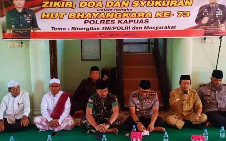 Wakil Bupati Kapuas Nafiah Ibnor  menghadiri doa bersama peringati HUT Bhayangkara di Masjid Baitul Mutaqin Jalan Kalimantan, Kelurahan Selat Barat, Senin, 1 Juli 2019