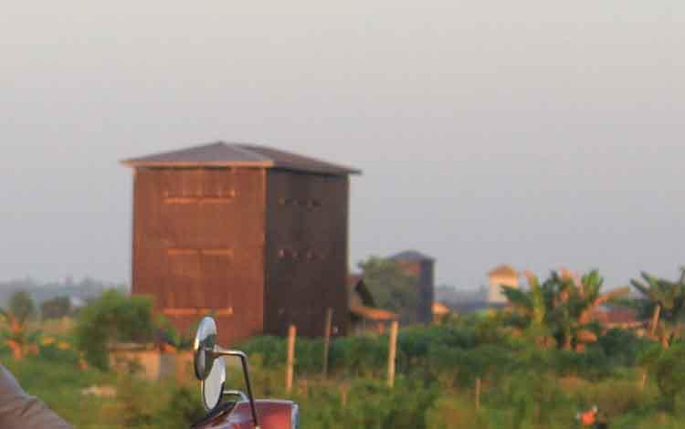 Bangunan sarang burung walet di kawasan Bandara Tjilik Riwut Kota Palangka Raya.