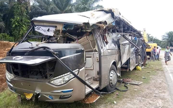 Bus Yessoe berpenumpang 44 orang terbalik di Jalan Trans Kalimantan, Km 39, Desa Penopa, simpang PT GCM, Kabupaten Lamandau, Senin 1 Juli 2019, sekitar pukul 09.30 WIB.