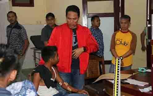 Bupati Lamandau, Hendra Lesmana menjenguk korban kecelakaan Bus Yessoe, Senin, 1 Juli 2019 malam.