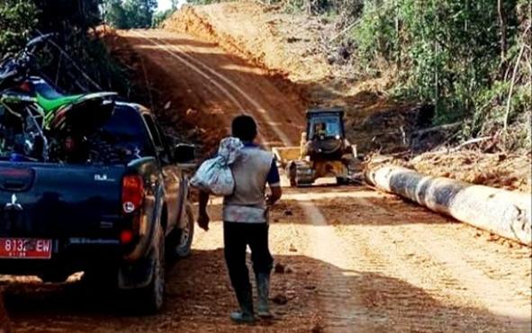 Pembukaan jalan alternatif dari Desa Lemo, Kecamatan Teweh Tengah, Kabupaten Barito Utara menuju Ibu Kota Provinsi Kalimantan Tengah.