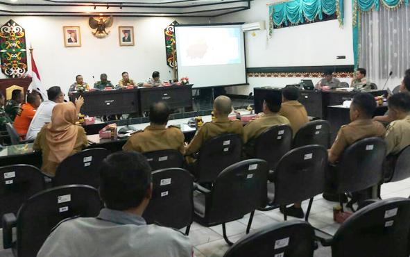 Jajaran Pemkab Kotim saat melaksanakan rapat kebakaran hutan dan lahan bersama TNI, Polri, dan juga sejumlah pihak terkait lainnya, Selasa, 2 Juli 2019.