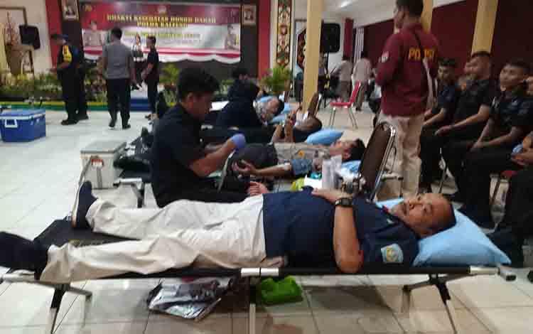 Jajaran Polda Kalimantan Tengah mengelar bakti sosial donor darah, Selasa 2 Juli 2019