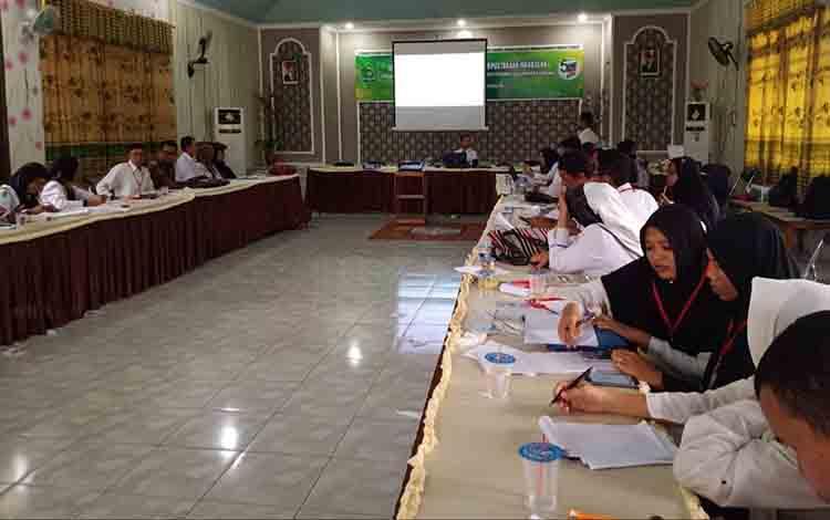 Para peserta ikuti Diklat teknis pengelolaan perpustakaan madrasah di Kantor Kemenag Kapuas, Selasa, 2 Juli 2019