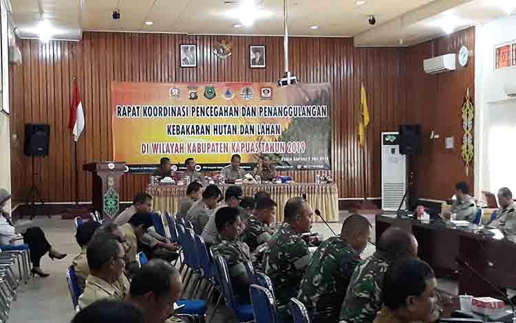 Suasana saat berlangsungnya Rakor pencegahan dan penanganan Karhutla, bertempat di Aula Bappeda Kapuas pada Selasa, 2 Juli 2019.