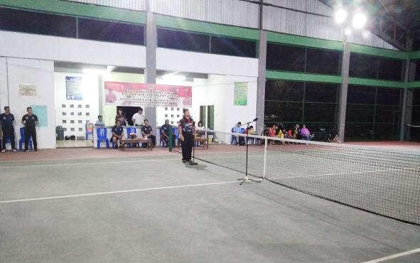 Wakapolres Barito Timur Kompol Harianja memberikan sambutan sekaligus membuka turnamen tenis lapangan dalam rangka memeriahkan HUT ke-73 Bhayangkara, Selasa, 2 Juli 2019.