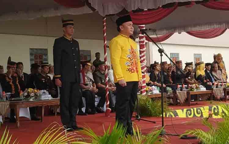 Gubernur Kalimantan Tengah saat menjadi inspektur upacara pada HUT ke-17 Kabupaten Pulang Pisau