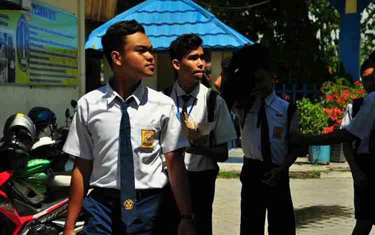 Pelajar sekolah menengah pertama di Kota Palangka Raya.