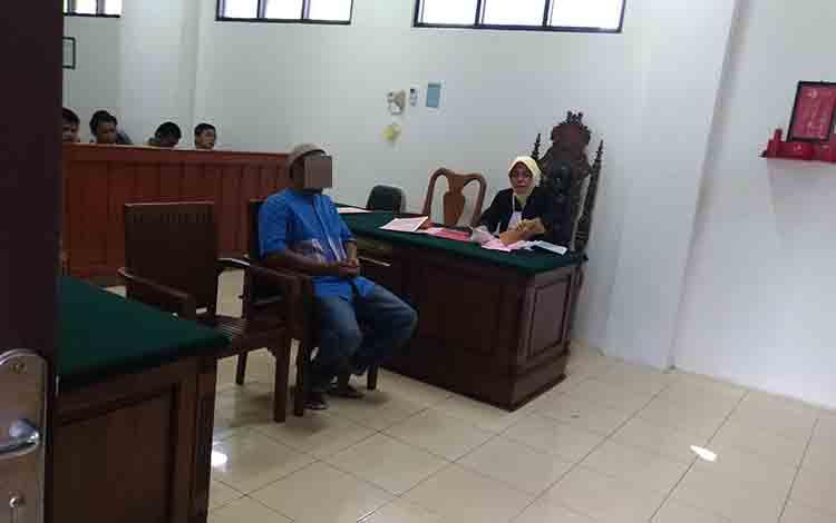 Johanasatar saat menjalani persidangan di Pengadilan Negeri Palangka Raya, Rabu, 3 Juli 2019.