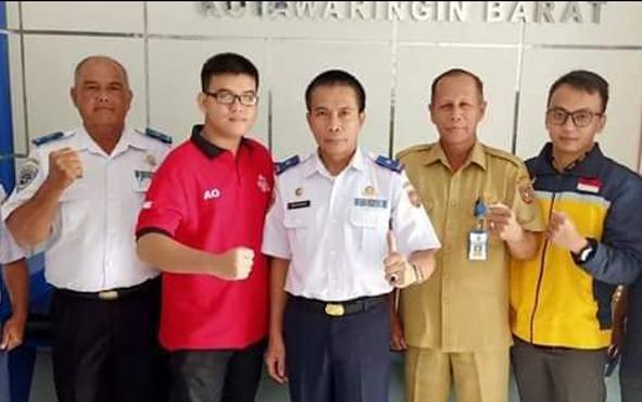 Jajaran Dinas Perhubungan Kabupaten Kotawaringin Barat seusai rapat koordinasi dengan pengelola angkutan online, Senin, 1 Juli 2019.