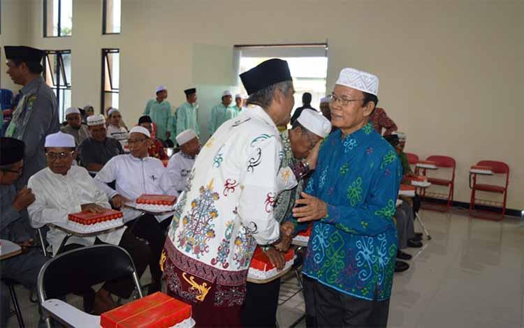 Wakil Bupati Nafiah Ibnor menghadiri syukuran dan halal bihalal Dewan Masjid Indonsia Kapuas di auditorium STAI Kuala Kapuas