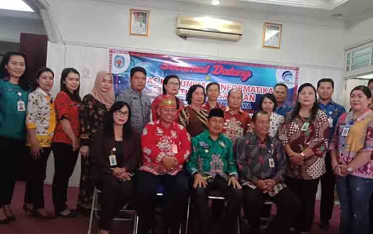 Diskominfo-SP bersama Wakil Bupati Murung Raya bersama tim Komisi Informasi Kalimantan Tengah.