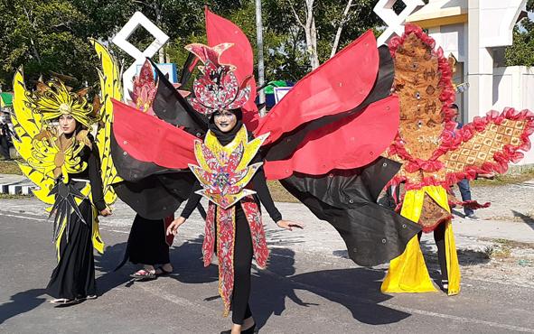 Peragaan busana saat karnaval pada peringatan Hari Anti Narkotika Internasional, beberapa waktu lalu.