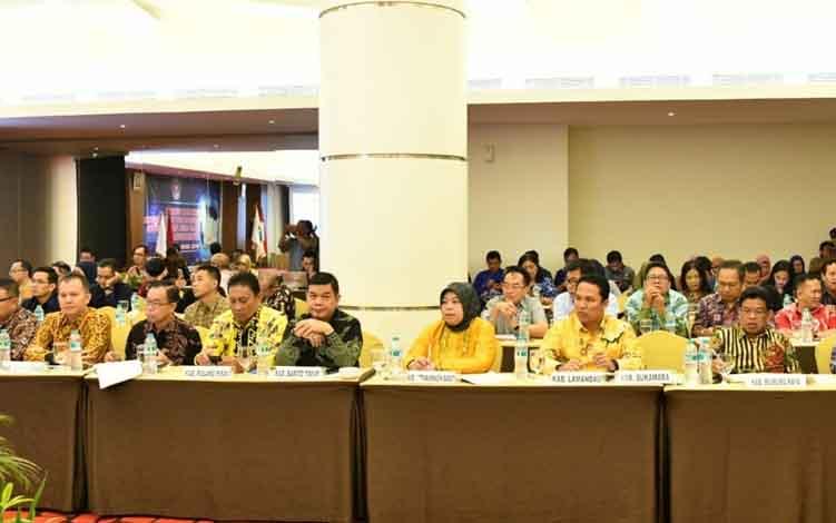 Bupati Pulang Pisau dan sejumlah kepala daerah di Kalteng saat mengikuti FGD