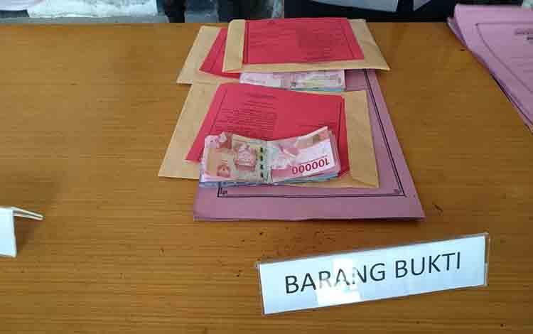 Barang bukti hasil curian di rumah kosong Jalan Moris Ismail, Jumat 5 Juni 2019