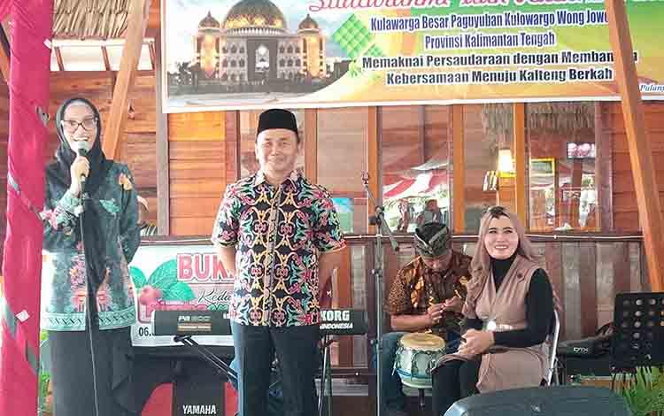 Istri Gubernur Kalimantan Tengah Yulistra Ivo Azhari Sugianto Sabran menyapa keluarga besar Pakuwojo, Jumat, 5 Juli 2019