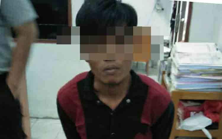 Tersangka pengedar narkoba saat diamankan Satreskoba Polres Kotawaringin Timur, Jumat, 5 Juli 2019.
