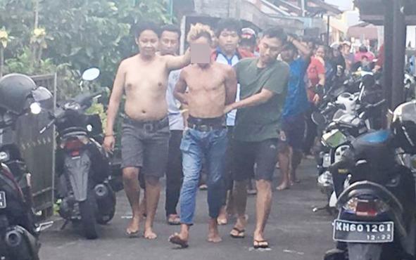 Pencuri ditangkap warga Kelurahan Mendawai, Minggu, 7 Juli 2019.