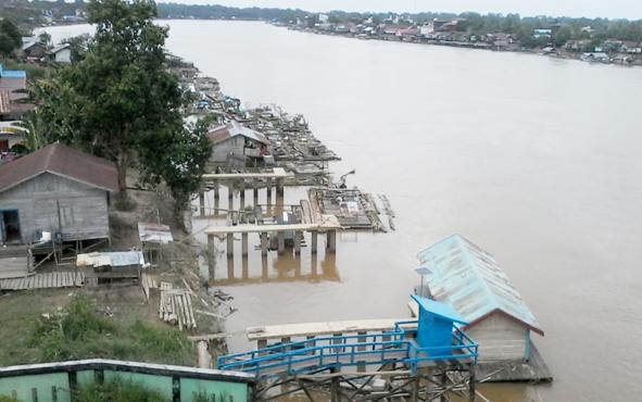 Keramba ikan di Sungai Katingan di wilayah Kota Kasongan.